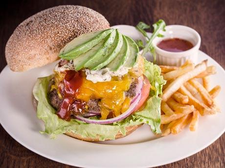 トリエ京王調布に「成城石井」が新業態 飲食ブース併設、手ごねパティのバーガー売りに