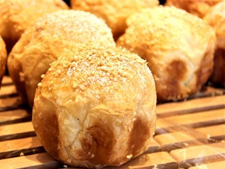 調布・品川通りにベーカリー パティシエが出店、洋菓子の技生かしたパン売りに