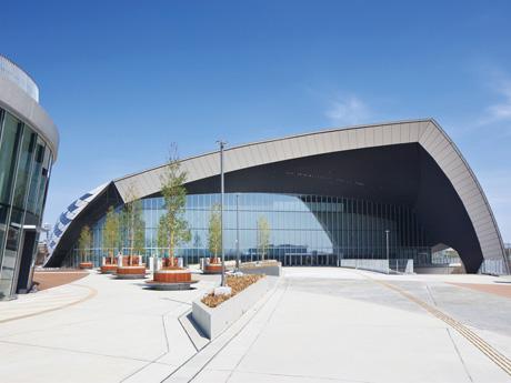 2020年には東京オリンピック(バドミントン・近代五種のフェンシング)とパラリンピック(車椅子バスケットボール)の競技会場として利用される「武蔵野の森総合スポーツプラザ」