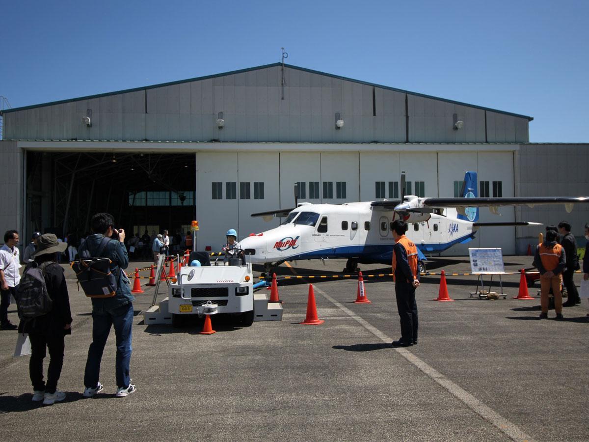 最新の航空宇宙技術に触れるチャンスとして航空宇宙ファンや親子連れに人気が高い「調布航空宇宙センター」の一般公開