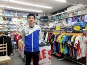 調布にバドミントン専門店 品ぞろえとサービス、普及活動通し競技サポート