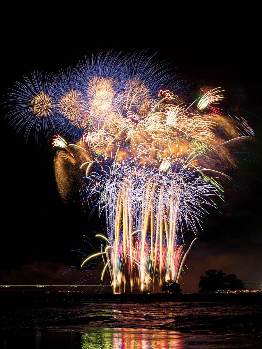 「狛江・多摩川花火大会」過去の打ち上げの様子