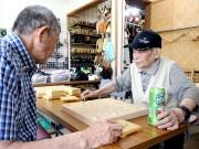 西調布将棋クラブの店主が100歳に 将棋に刺激、生き生きと暮らす日々