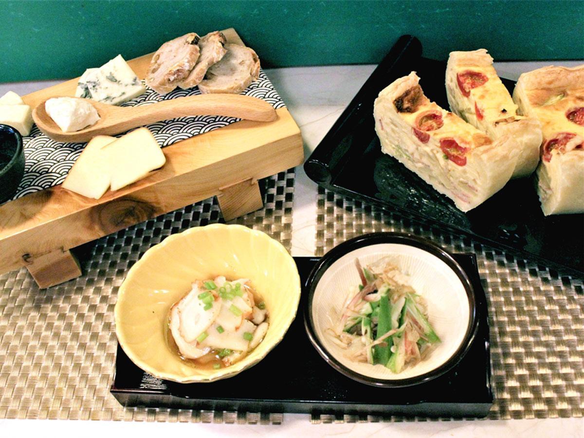 ビストロ風酒場「喋食飲Hibiki」の「D特製キッシュ」(右)、「チーズ&バゲット」(左)、和風のお通し2種(中央)