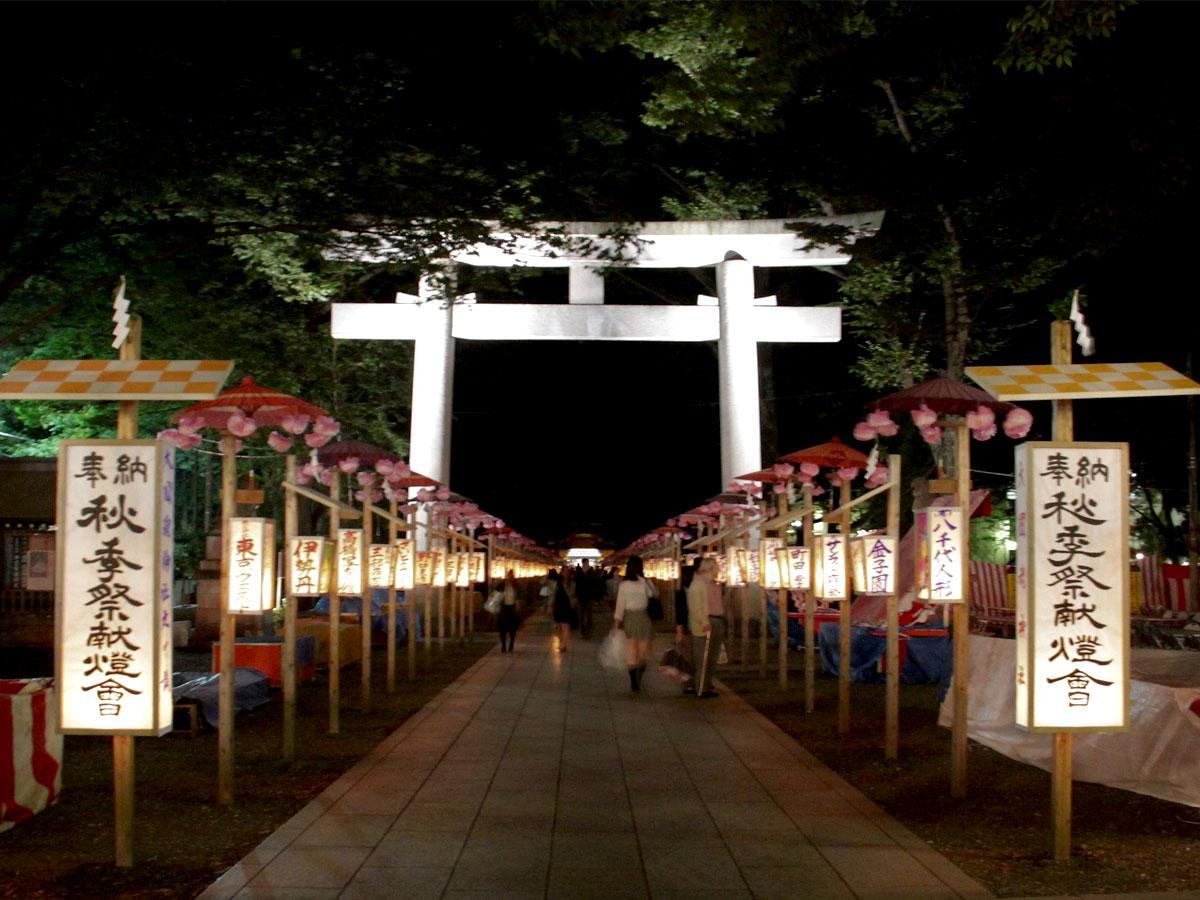 行灯がともる幽玄な風情の「秋季祭くり祭」