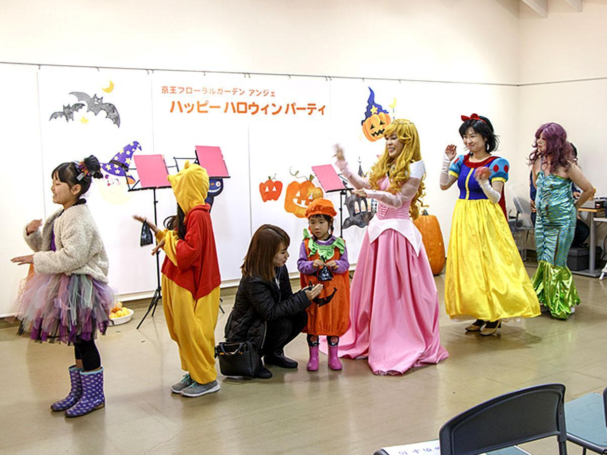 仮装パレードのあとダンスを楽しむ「ハロウィンパーティー」