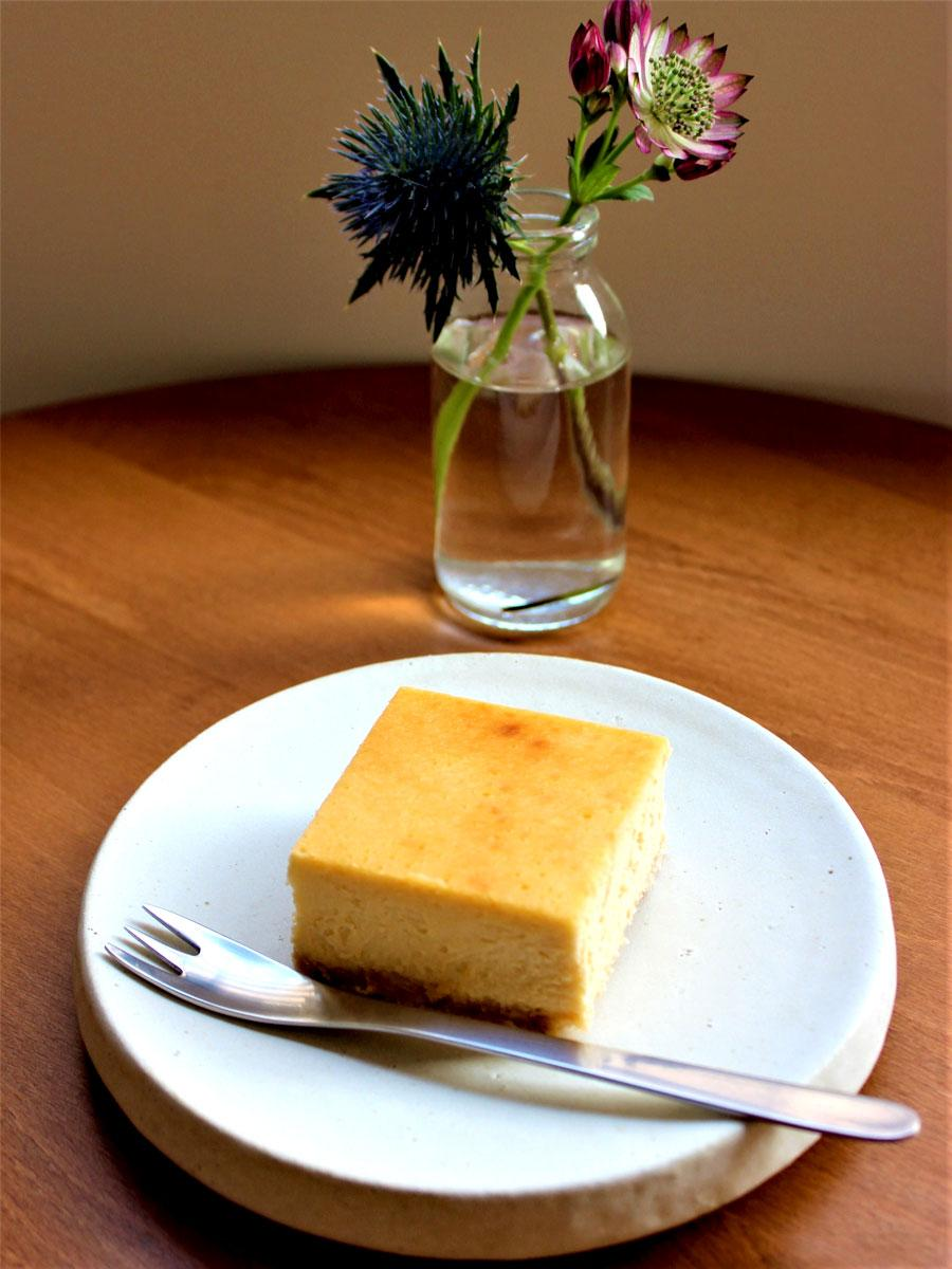 調布・布田にカフェ新店 手作りスイーツと野菜多用の食事、「くつろぎの時間を」