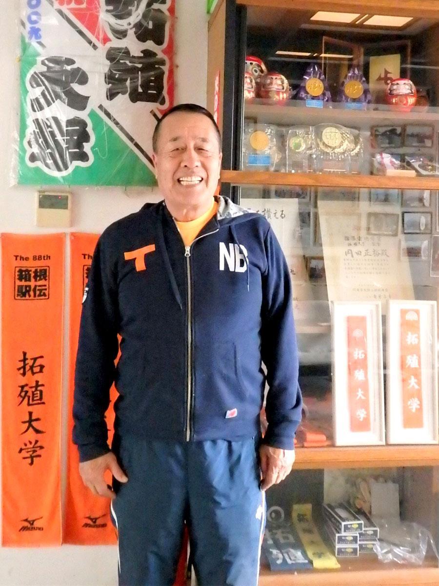 3月末に退任する拓殖大学陸上競技部・岡田正裕監督、西調布のクラブハウスにて
