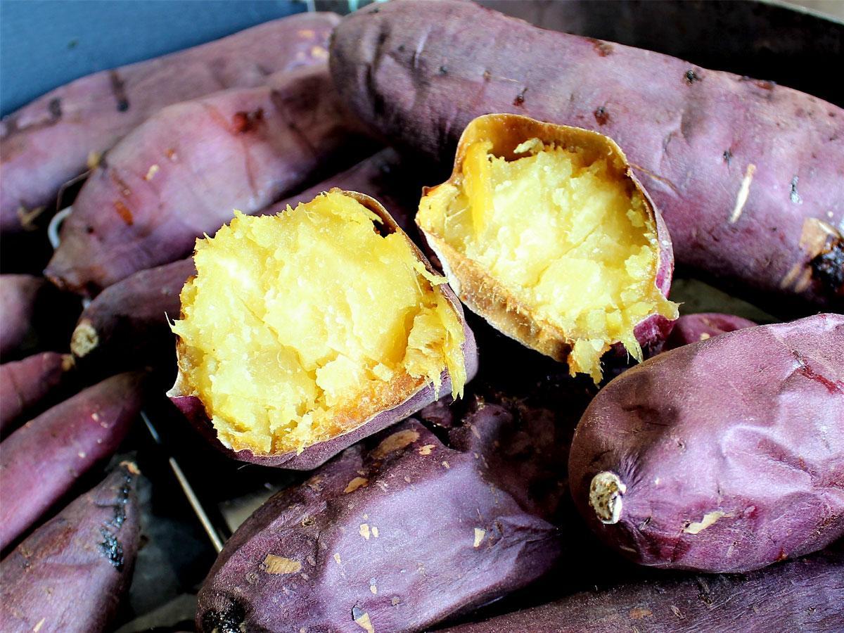調布・仙川の生花店で焼き芋好評 地域の声で復活、連日通う客も