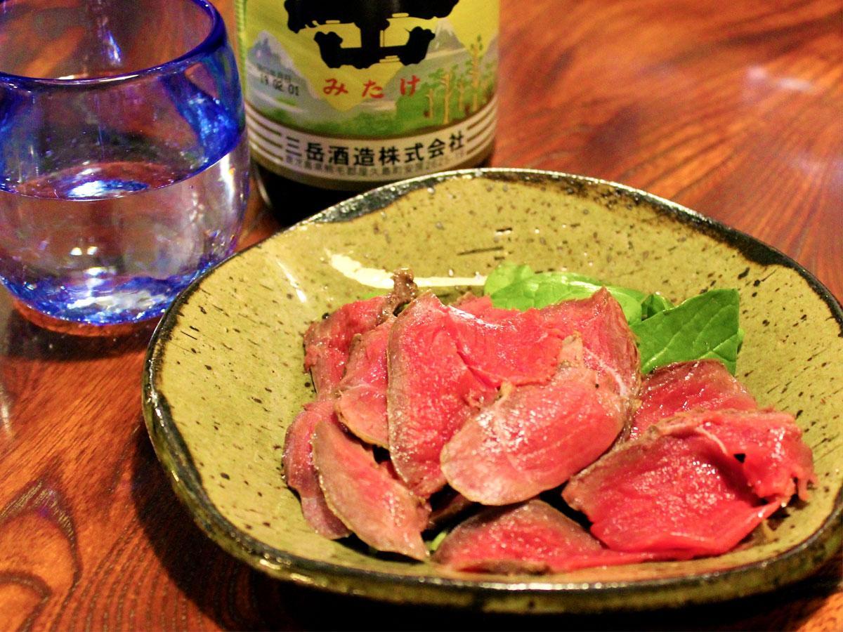 調布・つつじヶ丘の居酒屋で「ヤクシカ」料理 屋久島産の野生鹿肉、連日好評