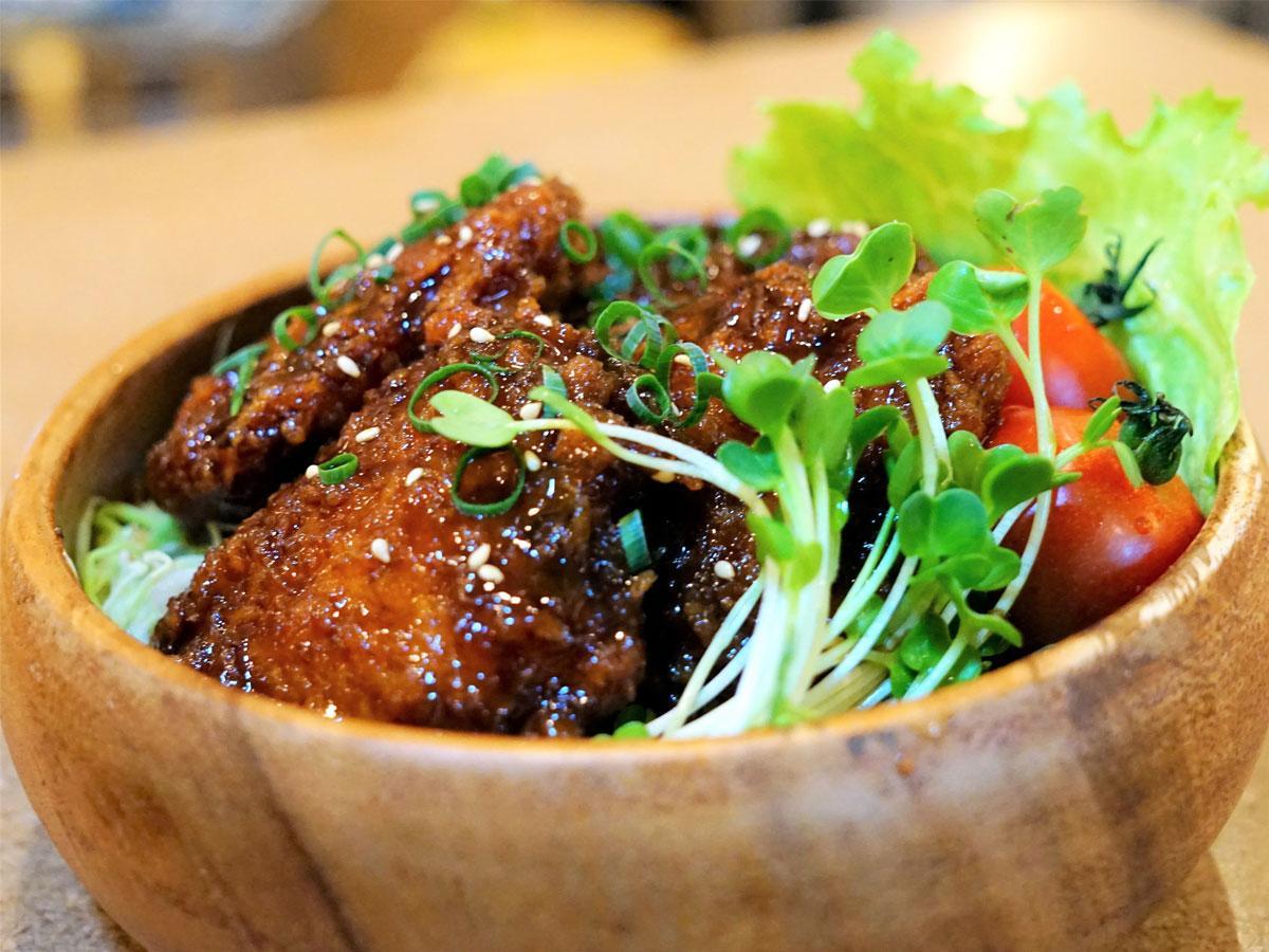青空フードコート「究極のヒレカツ」雑穀米の丼
