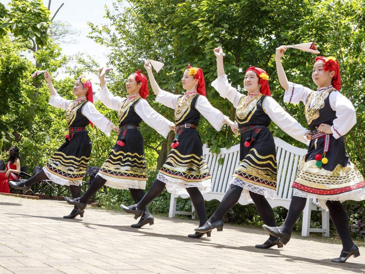 調布・欧風庭園で「ブルガリアフェア」 バラの女王や「フォルクロリカ舞踊団」来日