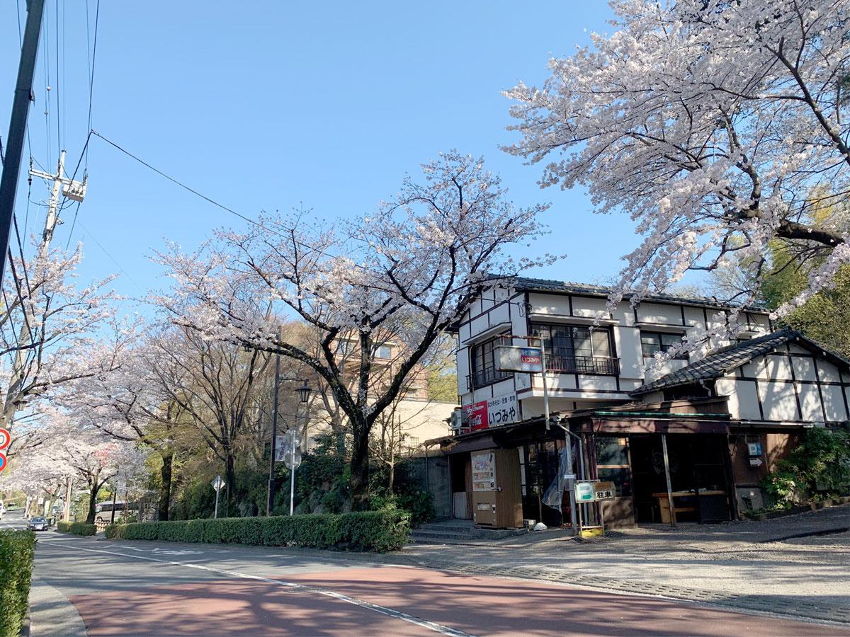 深大寺の元そば店の空き店舗「いづみや」外観
