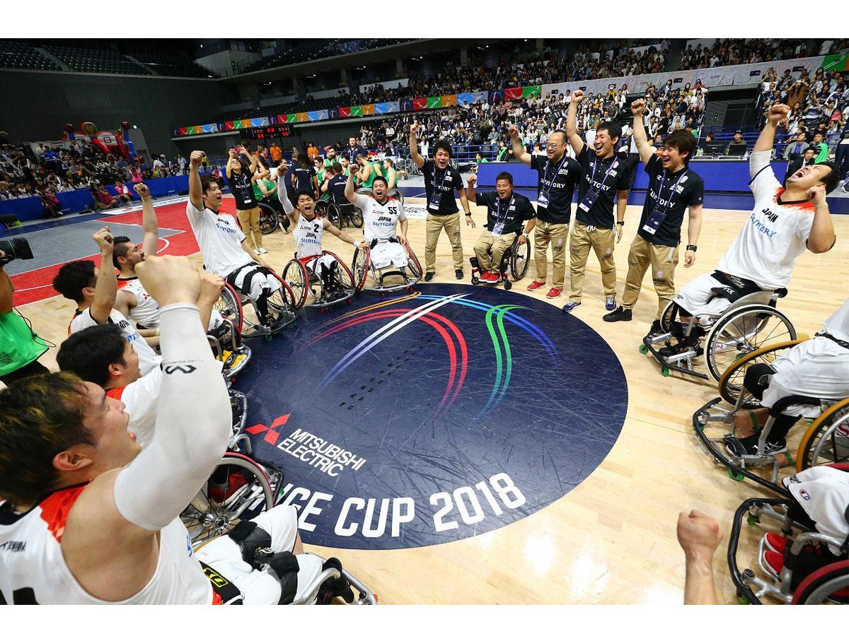 昨年の同大会で優勝した日本代表チーム  提供:JWBF/エックスワン