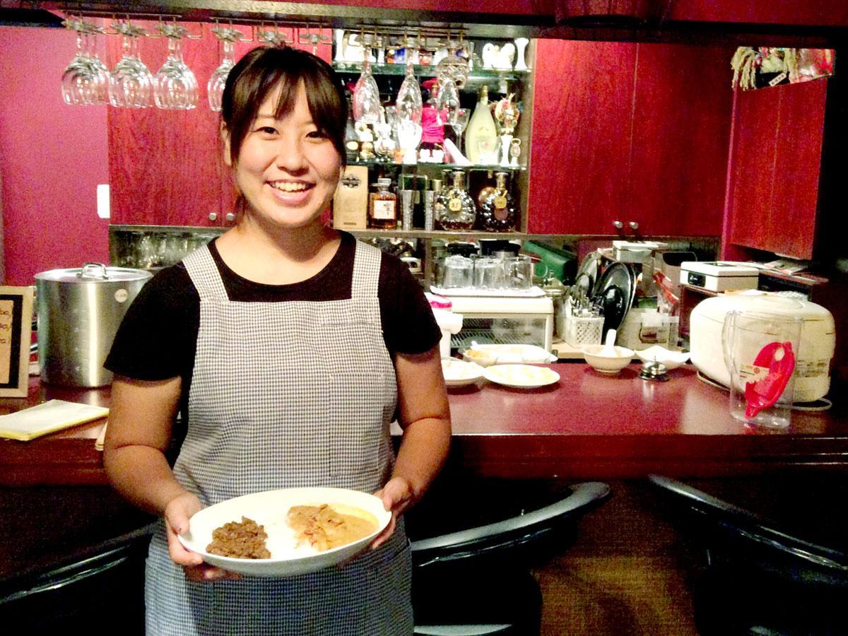 カレー店「maicy curry」を切り盛りする高橋舞さん