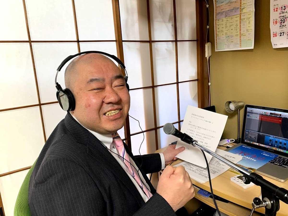 「コマラジ・ヤングOh!Oh!」 パーソナリティーの渡邊記明さん 自宅での収録風景