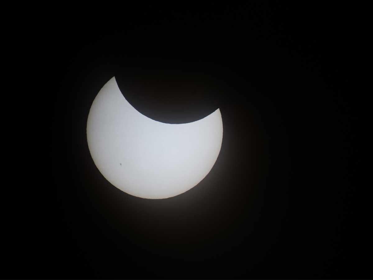 2012年の部分日食時の太陽。6月21日の見え方とは異なる。©国立天文台