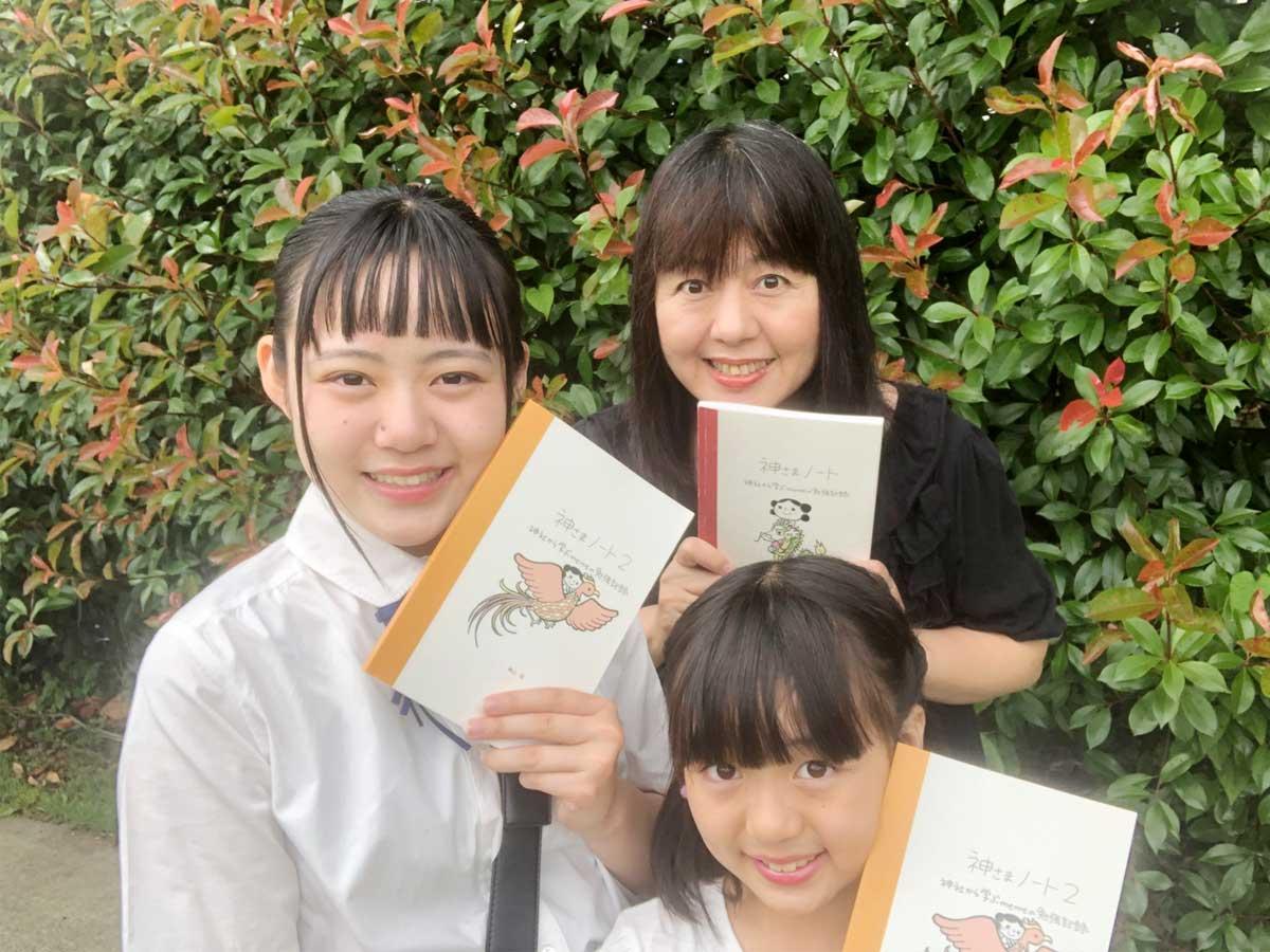 ピチコ舎の横山恵さんと看板娘の長女、次女