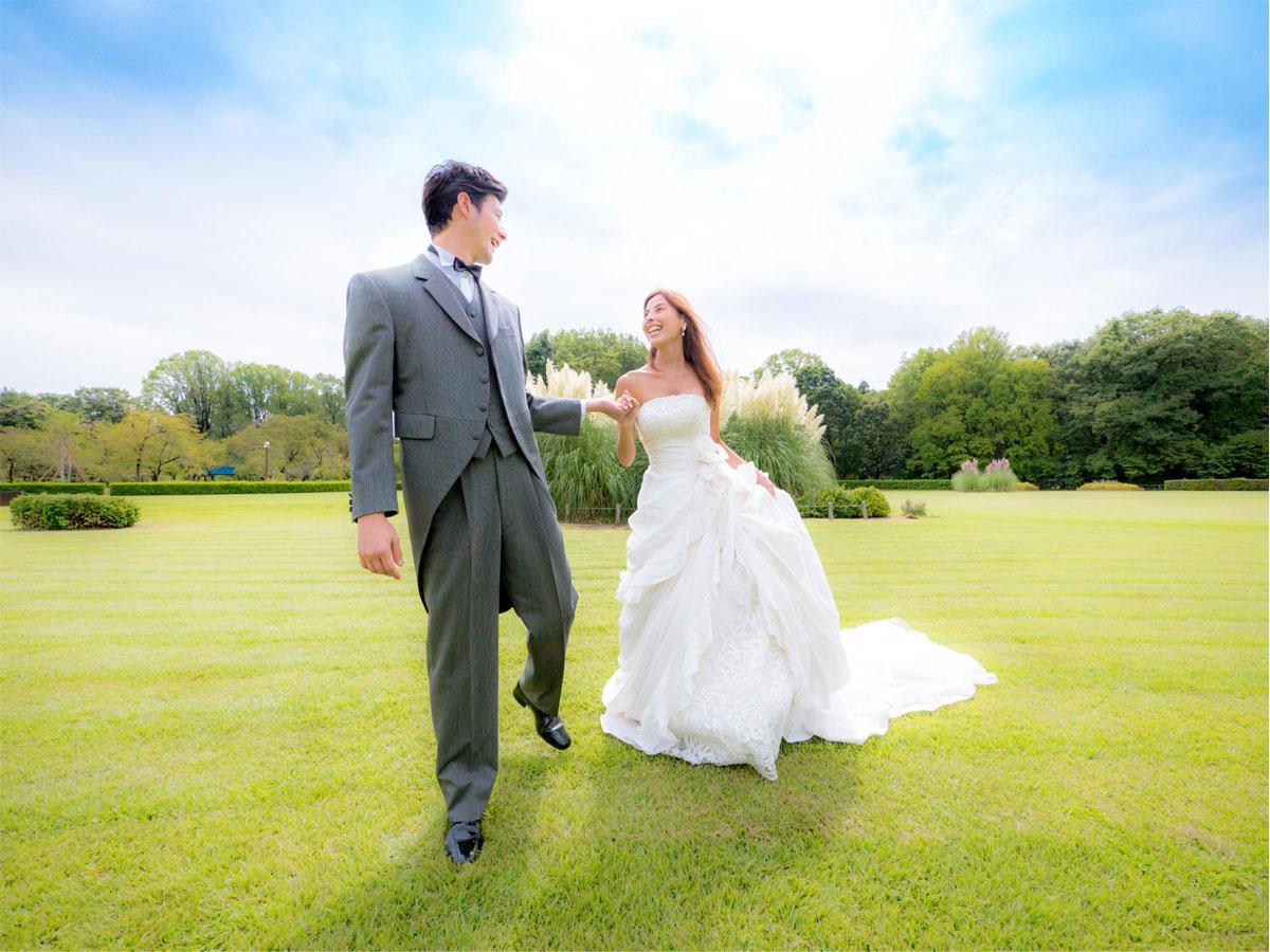 緑豊かな公園内で自分たちらしい「結婚式の前撮り」ができる