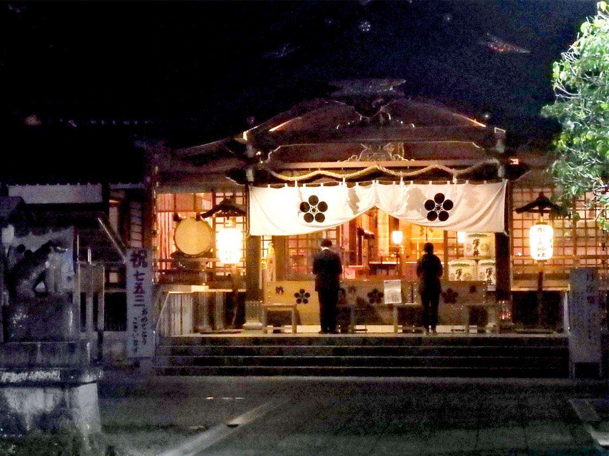 大安日に夜間参拝を始めた布多天神社