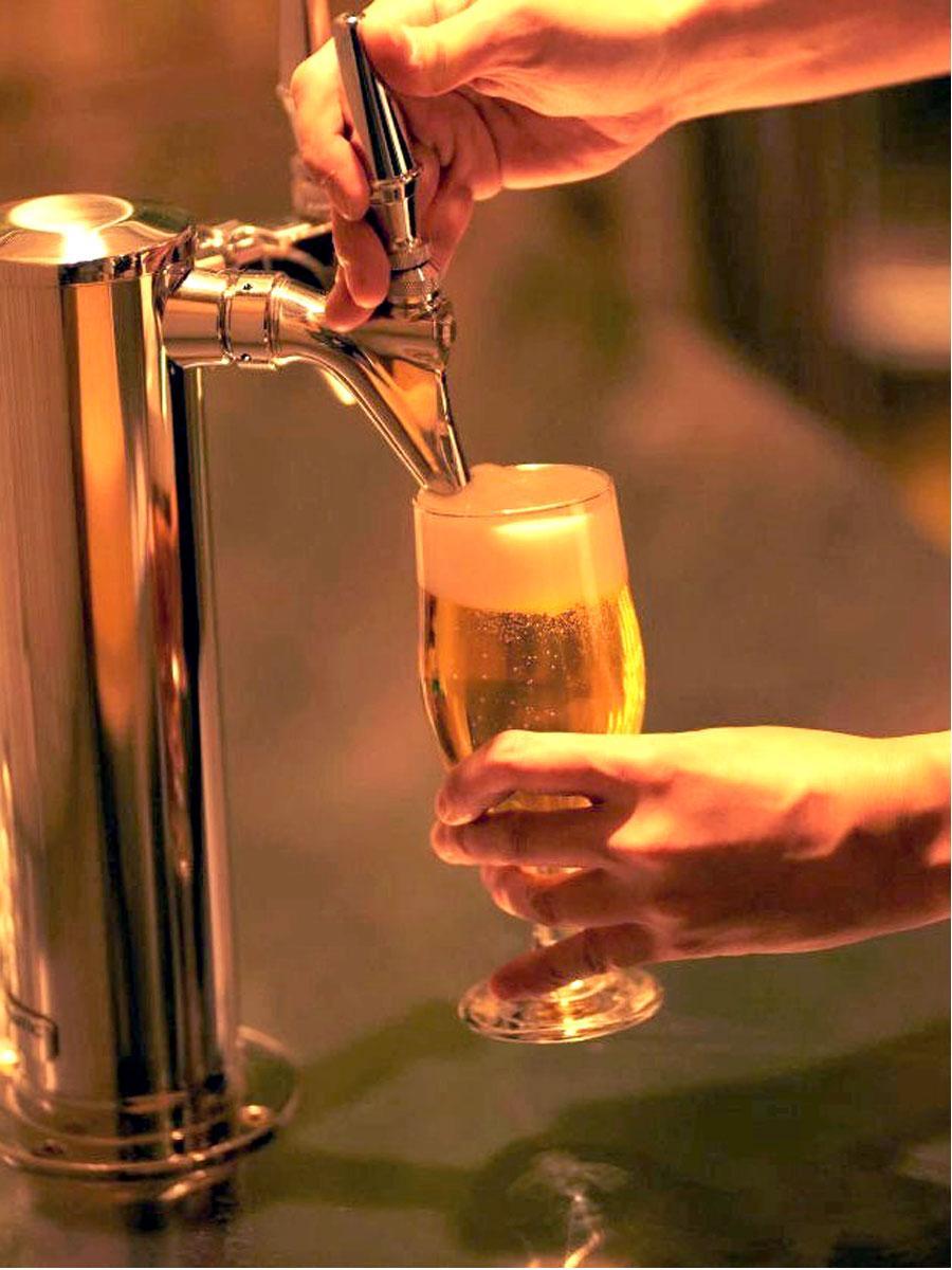 クラフトビール×グリル料理「CROWN(クラウン)」の看板 国産のクラフト生ビール