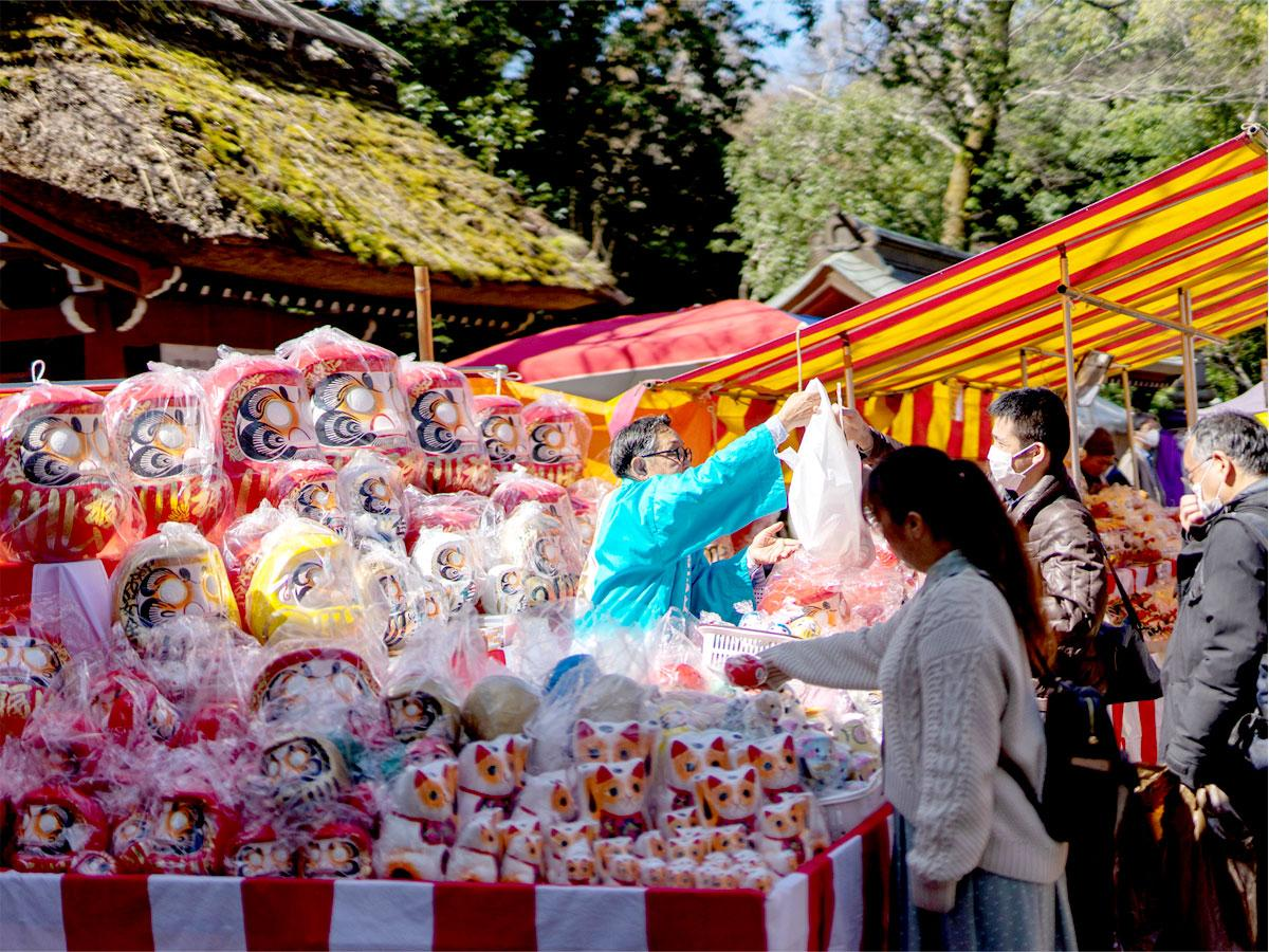 2021.02.26<br/>調布・深大寺の日本三大「だるま市」縮小開催 「必ず起き上がる」縁起だるまに願い込め