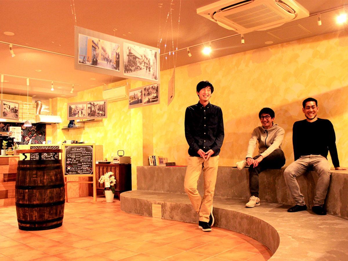 「POSTO」店主の田中東朗さん(右)富池亮太さん(中)加賀広樹さん(左)