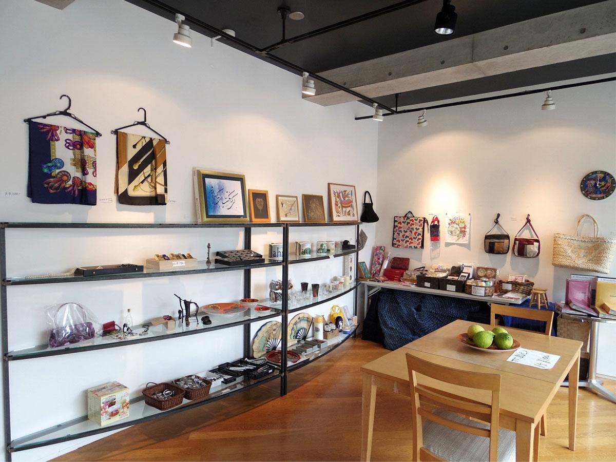 支援品の売り上げを寄付する「東日本大震災チャリティ展」