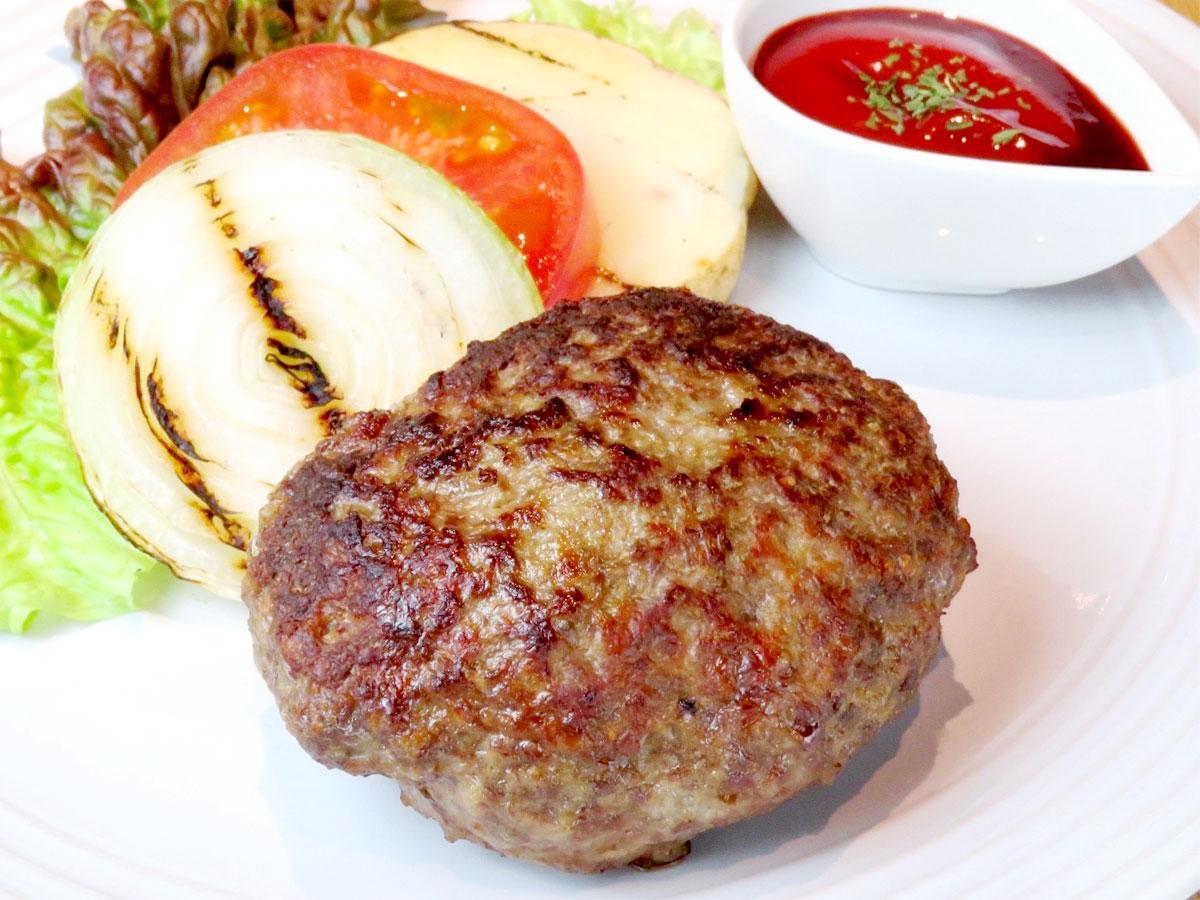 「串 Bistro SO(くしびすとろそう)」看板メニュー 国産牛スネ肉100%自家製ハンバーグ