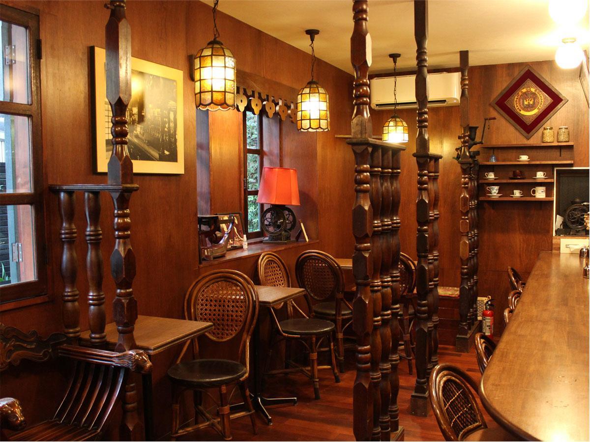 「コーヒーハウスTOM」 代々木の店をできる限り再現したノスタルジックな店内