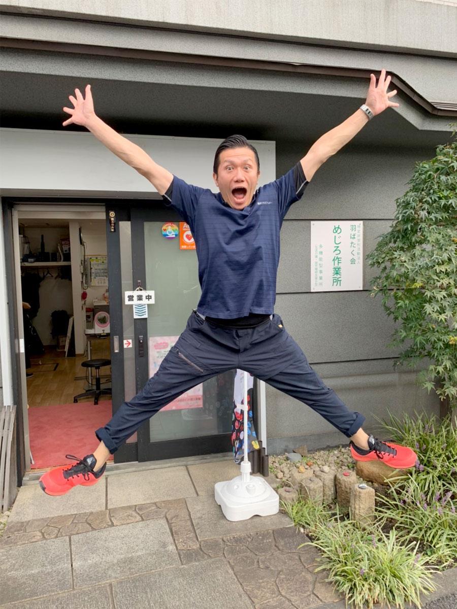 実際に「ジャンプ」の動画を撮影している調布青年経済人会議2021実行委員長の大庭健良さん
