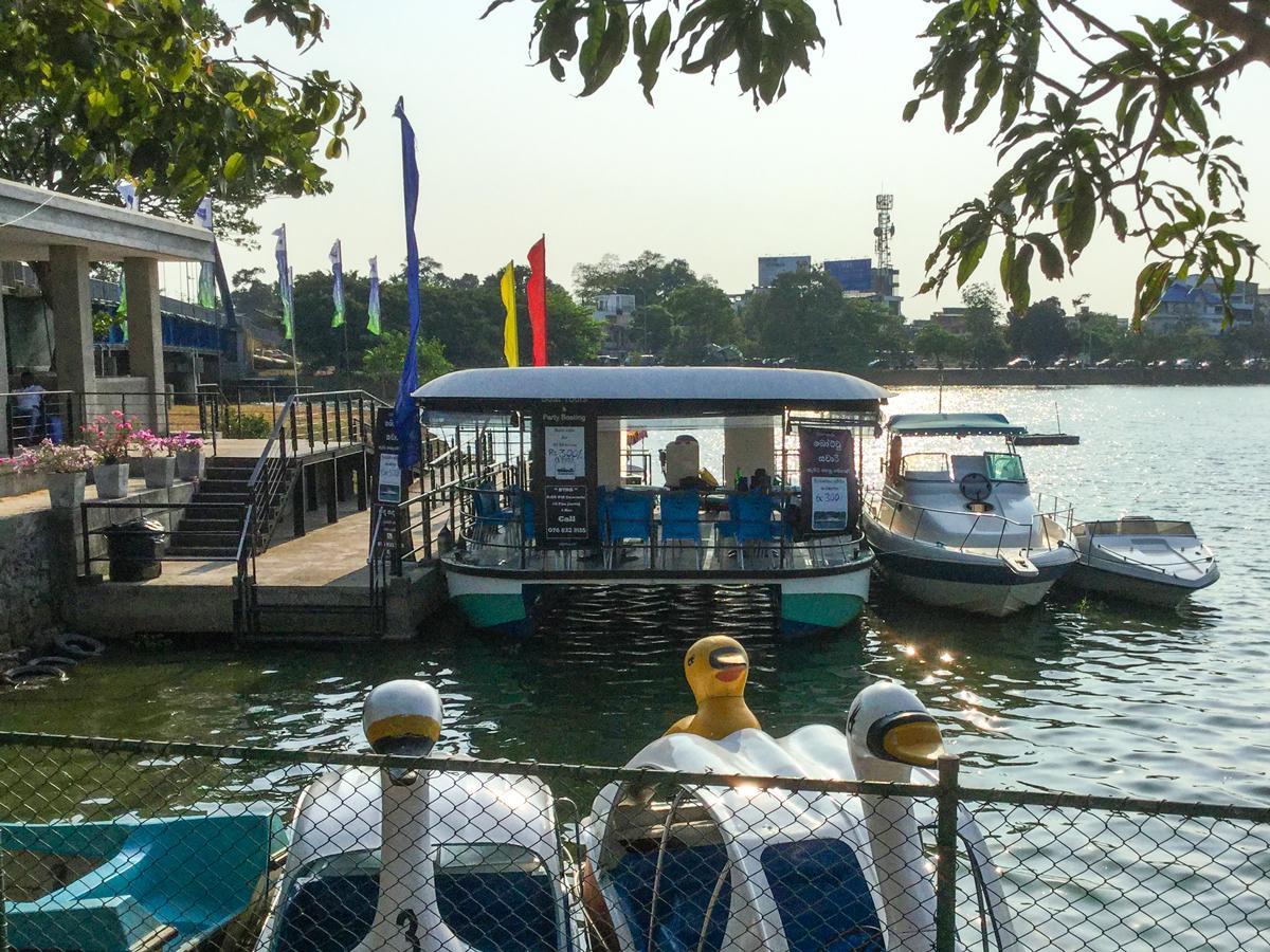 Diyatha Uyana(ディヤタウヤナ)公園のボート乗り場