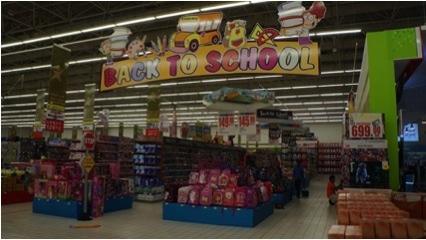 ドバイでは新学期に向けたスーパーなどでの準備がスタート。2014年は30以上の保育所や学校が新設された