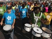ドバイで途上国の教育支援チャリティーイベント 3キロの道のり歩いて啓発