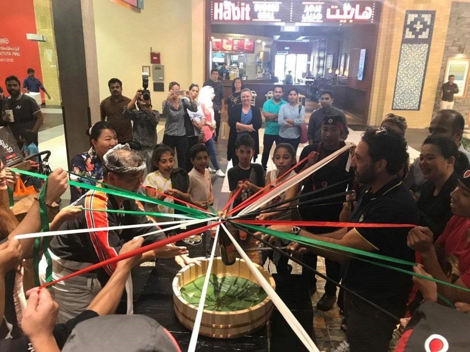 グランドオープンに際したセレモニー UAE国旗のリボンでお祝い