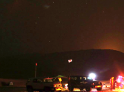 ドバイの砂漠でふたご座流星群観測 今年は雲間から天体観測