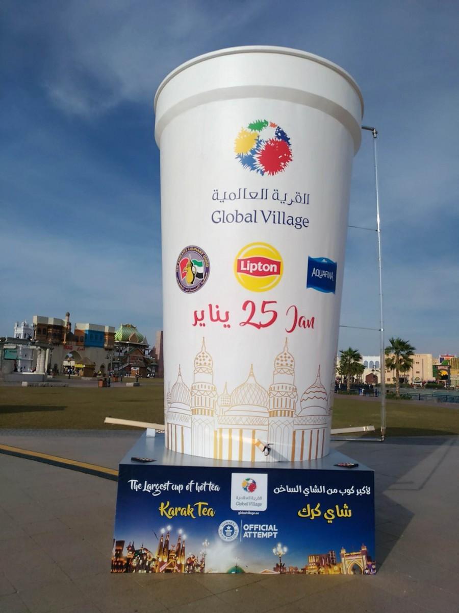 中東の人気飲料カラックティーが入る巨大カップ