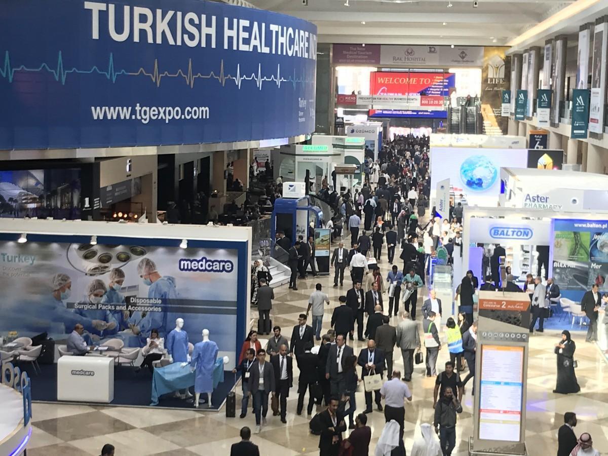 医師やバイヤーなど世界各国から来場者も集まる「アラブ・ヘルス」