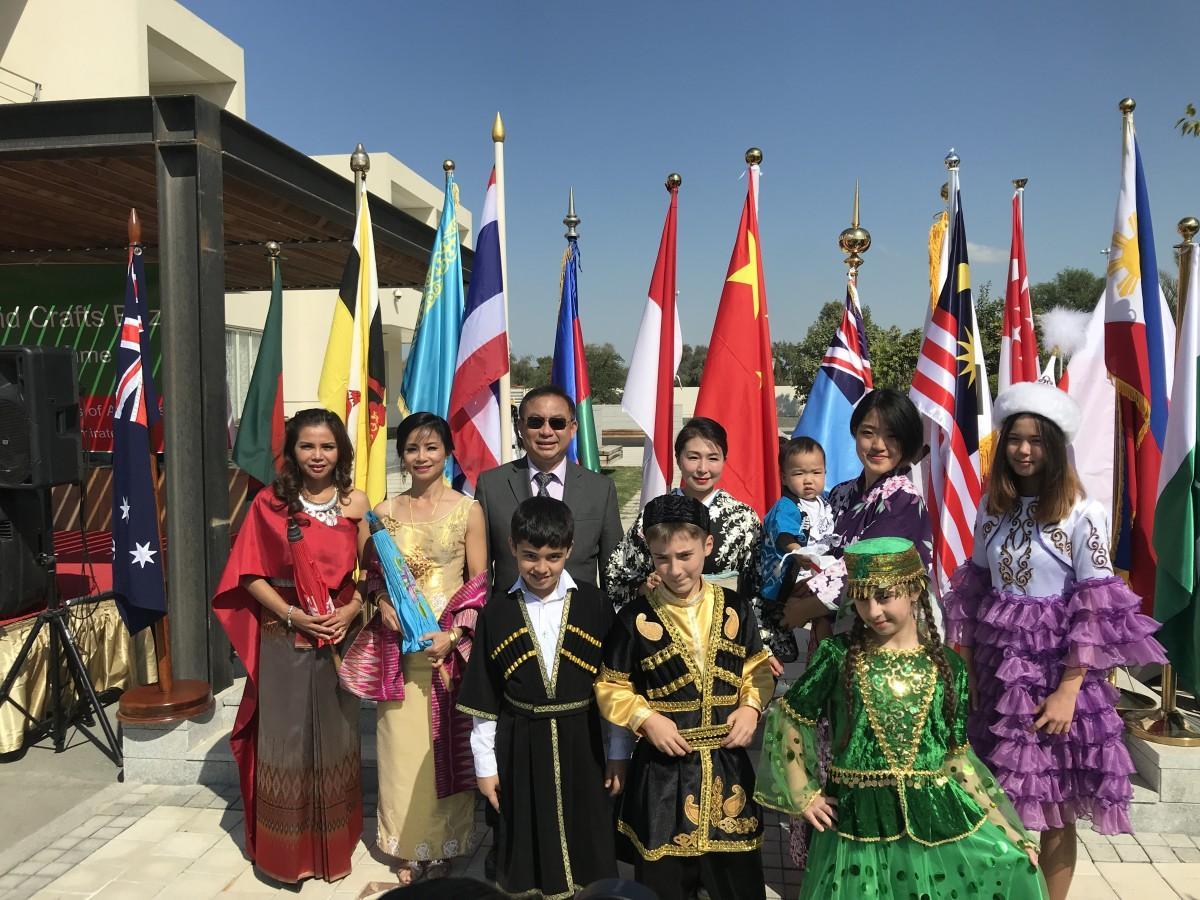 伝統衣装によるファッションショーも開催