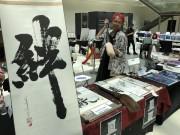 ドバイでクリエーティブ・フェスティバル 日本人書家のワークショップや作品販売も