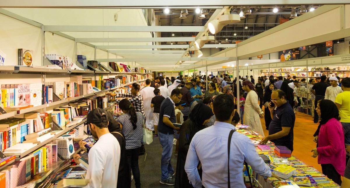 昨年開催の様子。世界各国の本に出合うことができる