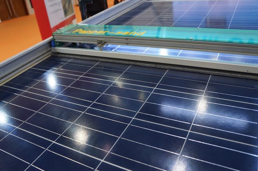 丸紅が発表した太陽光パネル完全自動クリーニング装置