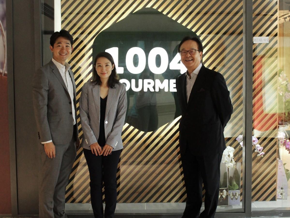 1004新店舗とチャンソプ・シンさんとご家族