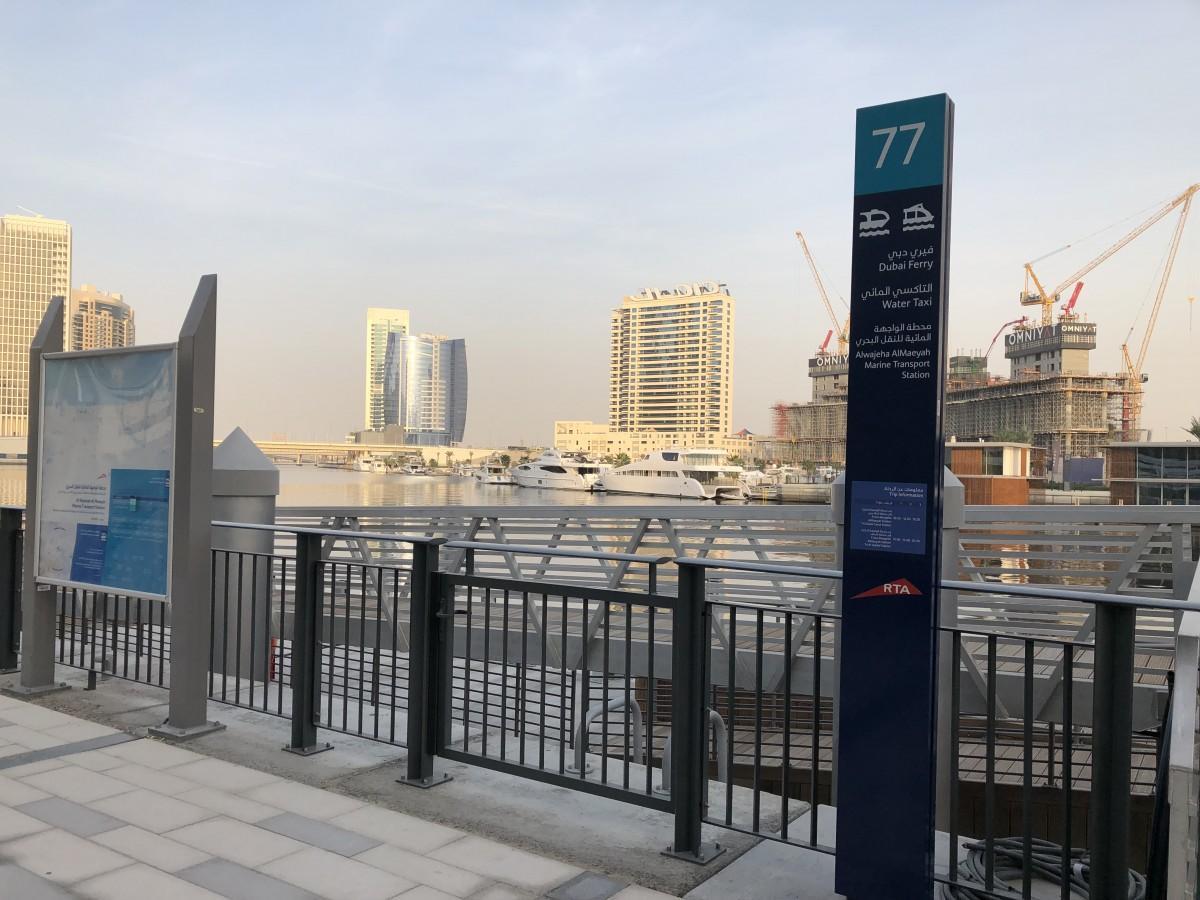 ドバイ・モールまでのシャトルバスが運行するアルワジェハアルメイヤー駅