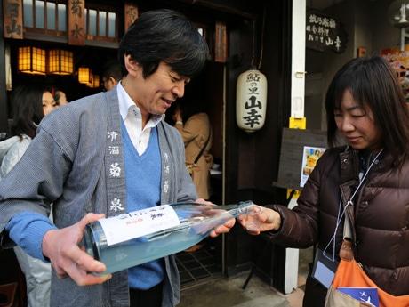 蔵元から直接日本酒について学ぶことができる
