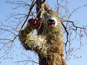 猿江恩賜公園に「巨大サル」出現 昼夜で表情が変わる?