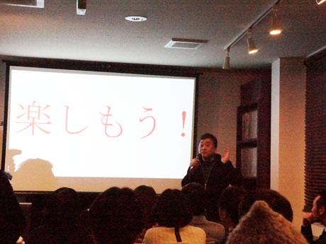 ゲストスピーカーでトリを務めた櫻井修さん。生粋の「深川っ子」で、細やかな進行の上にみこし連合渡御が行われていることを説明。参加を呼び掛ける