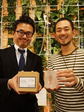 関谷幸樹さん(左)と椎名隆行さん(右)。関谷さんは「使い方、インテリアへの取り入れ方などインスタグラムでアップしてほしい」とも