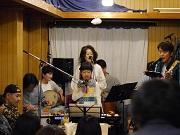門前仲町でファミリーバンド「てんしバンド」ライブ 結成6年目、J-POPサンバ曲など演奏
