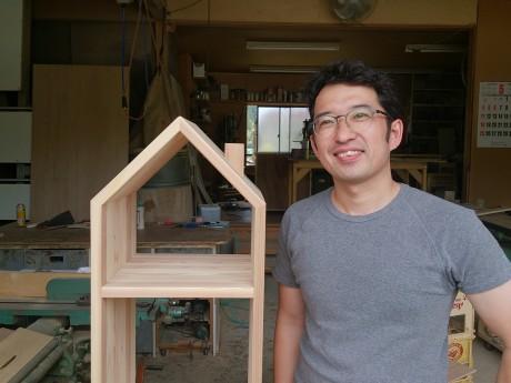 「一目ぼれしてもらえる家具を作り続けたい」と話す前田さん